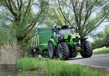 Traktor DEUTZ-FAHR Cshift s pásovými jednotkami Soucy Track